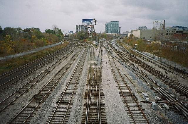 20100421traintracks.jpg