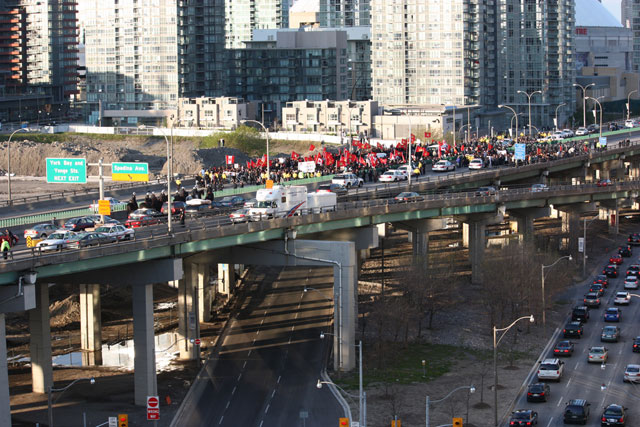 Tamils on the Gardiner Expressway, May 10 2009