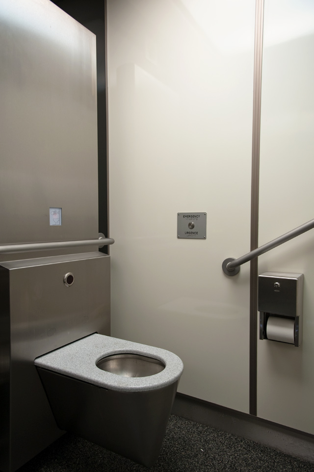 20100520bathroom.jpg