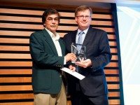 Rabindranath Maharaj accepts 2011 Toronto Book Award