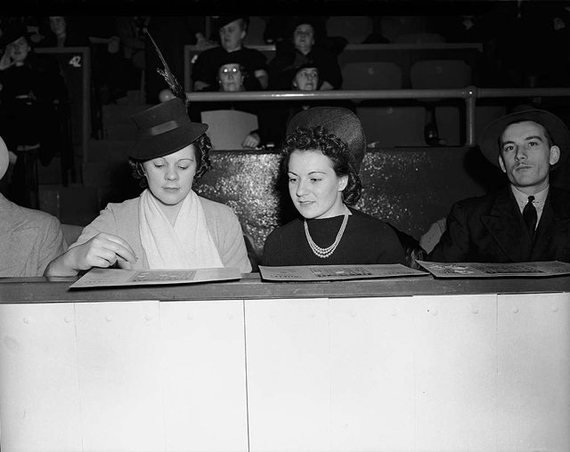 Bingo players, Maple Leaf Gardens, 1940s. City of Toronto Archives, Fonds 1257, Series 1057, Item 7368.