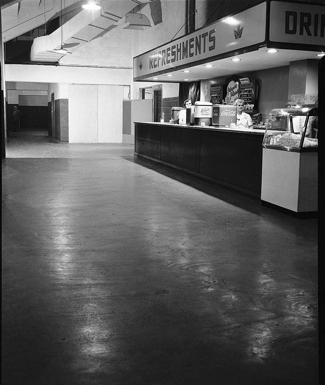 Maple Leaf Gardens refreshment stand, April 12, 1955. City of Toronto Archives, Fonds 1257, Series 1057, Item 7422.