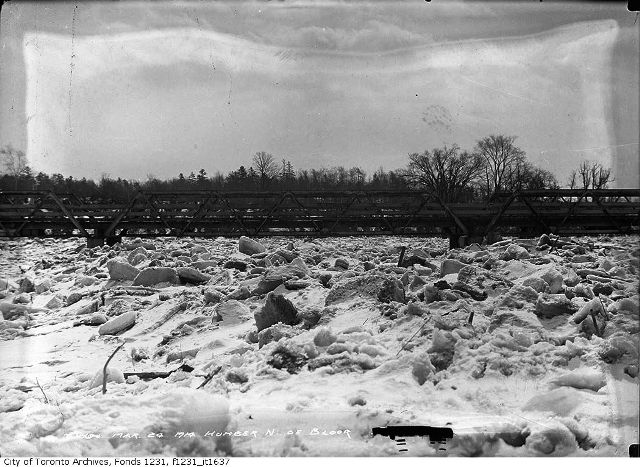 March 24, 1914. The ice is nearlt at the height of the bridge. City of Toronto Archives. Fonds 1231, Item 1637.