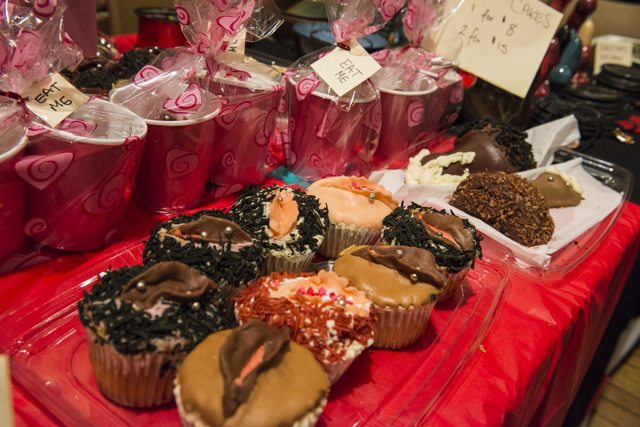 erotic-arts-and-crafts-fair-toronto-cupcakes