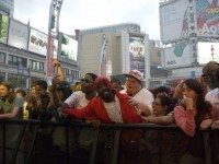 20120617-TupacintheCrowd-KillerMike-at-YongeDundasSquare-photobylonischick-640x428