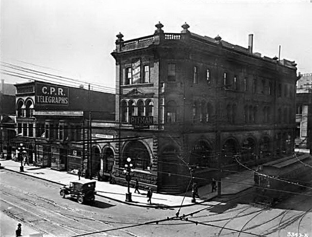Home Bank of Canada branch at 450 West Hastings Street, Vancouver, 1923, from Vancouver Public Library (10862)