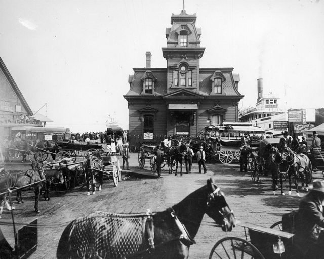 Traffic outside the Yonge Street wharf, 1907. From the City of Toronto Archives, Fonds 1244, Item 483.