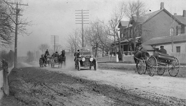 Automobile passing horse-drawn vehicles on Eaton Road in Lambton, 1912. From the City of Toronto Archives, Fonds 1244, Item 46.