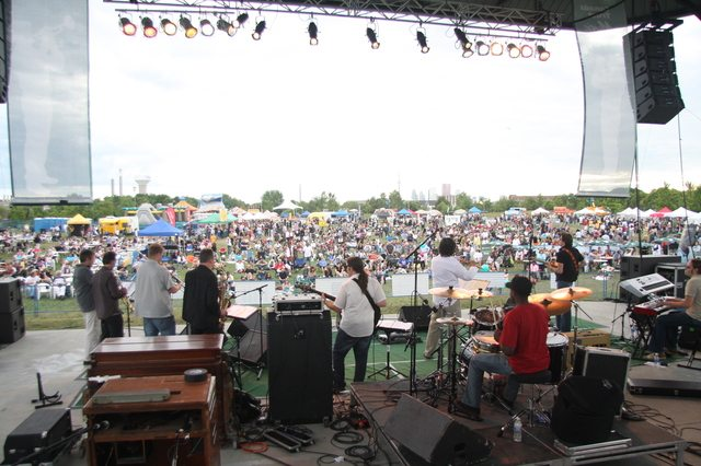 Woodbine Park filled with jazz fans. Photo by Thomas J. Maguire.