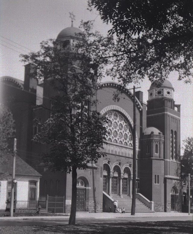 Goel Tzedec Synagogue, on University Avenue south of Agnes Street, 1924  From the Archives of Ontario Flickr