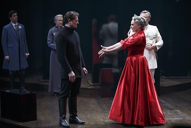 Jonathan Goad as Hamlet and Seana McKenna as Gertrude in Hamlet  Photo by David Hou