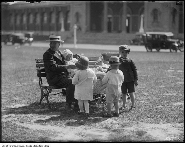 A Chinese family picnics in Toronto in 1927. Photo from City of Toronto Archives, Globe and Mail fonds, Fonds 1266, Item 10752.