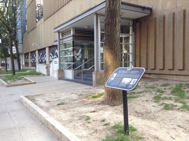 The Federation of Jewish Philanthropies plaque stands outside 220 Simcoe St. Photo by Erin Sylvester.