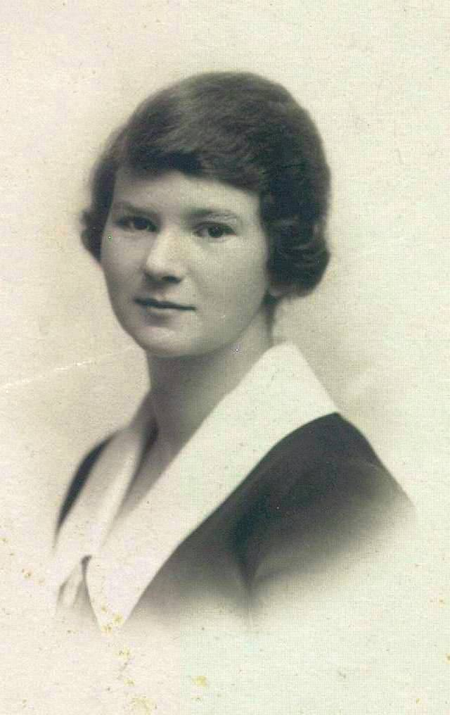 Undated photo of a young Edith Bickerton Williams.   University of Toronto Archives, Fraser Family Records B1995-0044, sous-fonds 2, Box 015P.