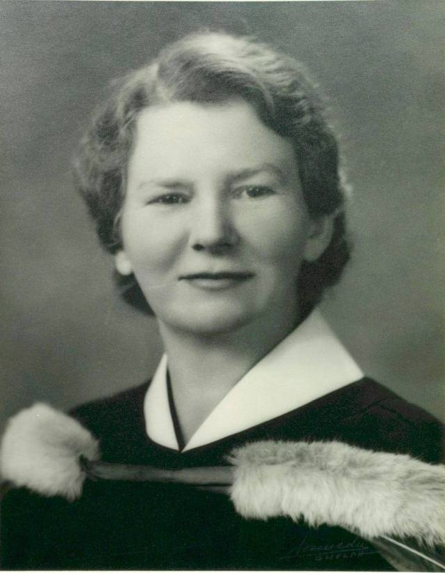 Edith Bickerton Williams' graduation photo from the Ontario Veterinary College, 1941.   University of Toronto Archives, Fraser Family Records B1995-0044, sous-fonds 2, Box 015P.