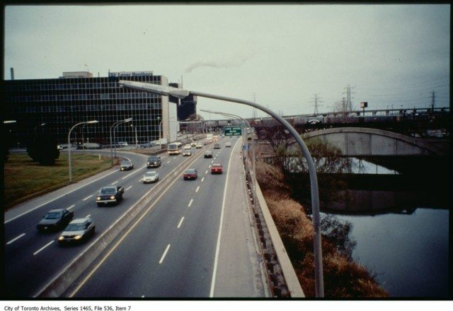 The Don Valley Parkway in the 80s or early 90s, looking south to the older Eastern Avenue Bridge. City of Toronto Archives, Fonds 200, Series 1465, File 536, Item 7.
