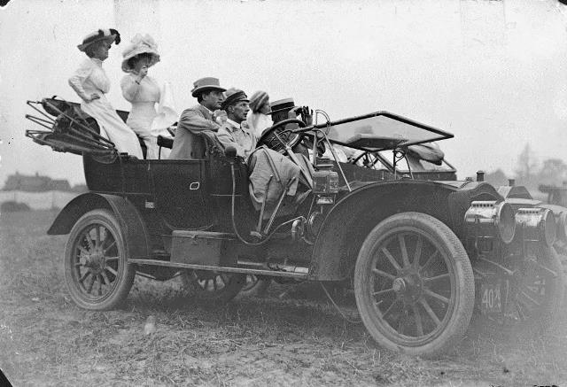 Watching the action at the 1910 aviation meet.  City of Toronto Archives, Fonds 1244, Item 67.