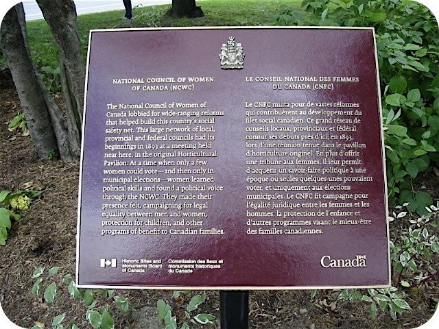The Historic Sites and National Monuments Board of Canada plaque for the National Council of Women of Canada at Allan Gardens. Photo by Alan L. Brown at torontoplaques.com.