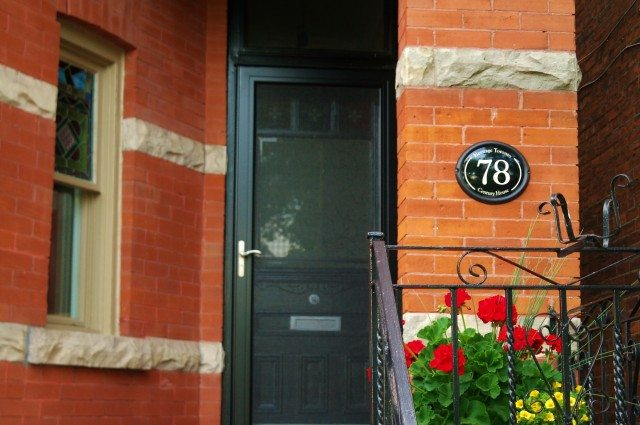 A house with a century house plaque. Photo courtesy of Heritage Toronto/Roberto Gasparini.