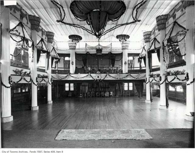 Allan Gardens decorated for the Royal Canadian Yacht Club Party. Sometime between 1899 and 1918. From the City of Toronto Archives Fonds 1587, Series 409, Item 9. Credit: City of Toronto Archives www.toronto.ca/archives Copyright is in the public domain and permission for use is not required.