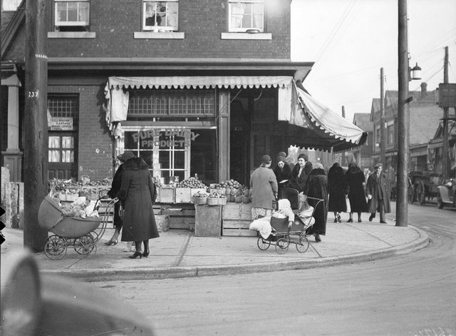 A Jewish market on Kensington Avenue, January 14, 1932. City of Toronto Archives, Fonds 1266, Item 26172.