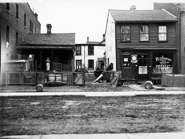 Chicken warehouse on Agnes Street. City of Toronto Archives, Fonds 1244, Item 291.