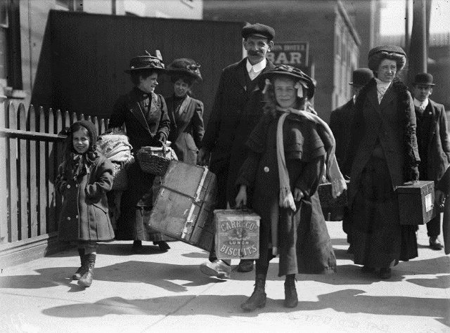 Immigrants in Toronto, 1910. City of Toronto Archives, Fonds 1244, Item 104.
