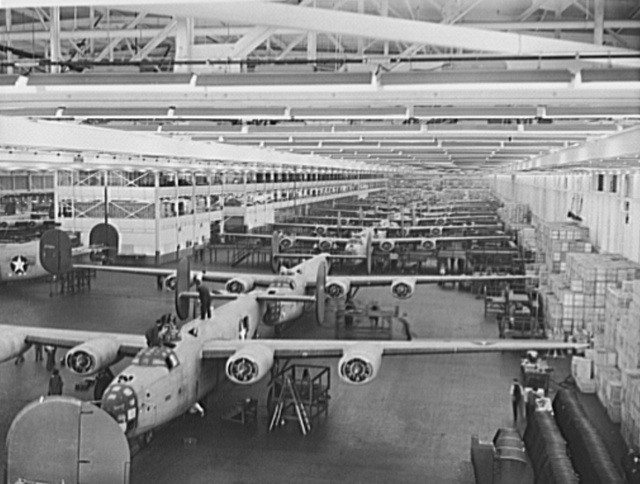 Production of B-24E Bombers at Ford's Willow Run plant, Michigan. From the Library of Congress Prints and Photographs Division (fsa 8b05939).