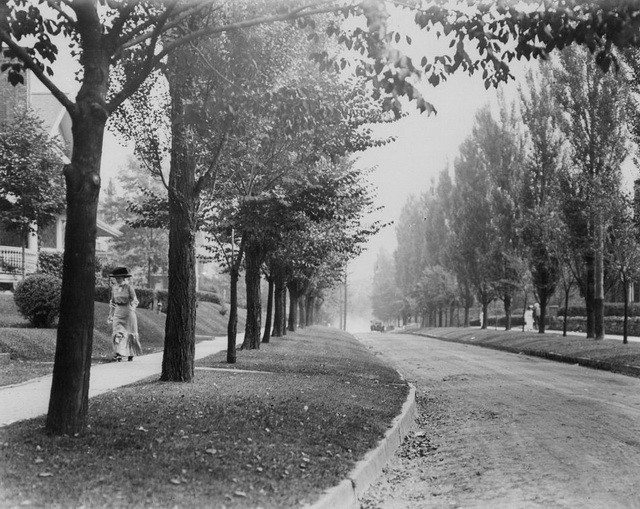 Where Grace Buchanan-Dineen resided in her youth. Crescent Road, near Yonge Street, in Rosedale, ca. 1910. From the City of Toronto Archives, Fonds 1244, Item 503.