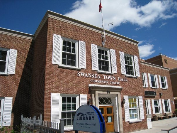 Swansea Memorial branch of the Toronto Public Library. Photo by Tundra Books in the Torontoist Flickr Pool.