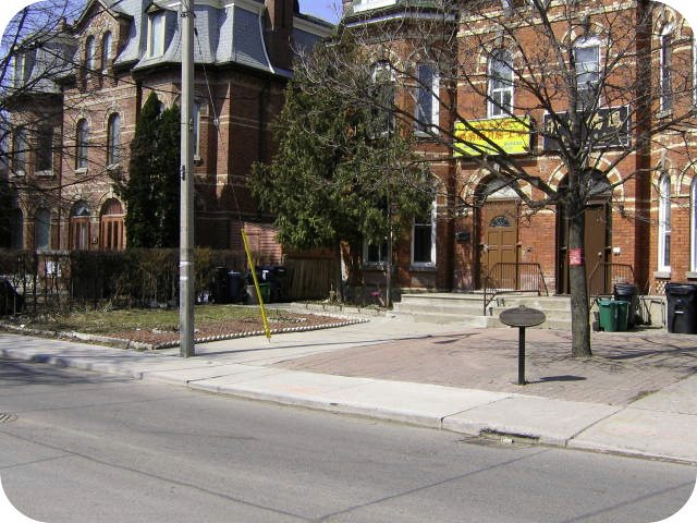 20 Cecil Street today, including the plaque about Donald Willard Moore. Photo from Alan L. Brown of torontoplaques.com.