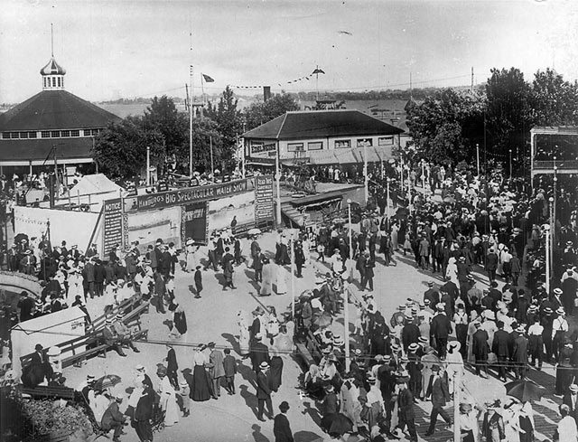 Hanlan's Point Amusement Park, 1911. City of Toronto Archives, Fonds 1244, Item 192A.