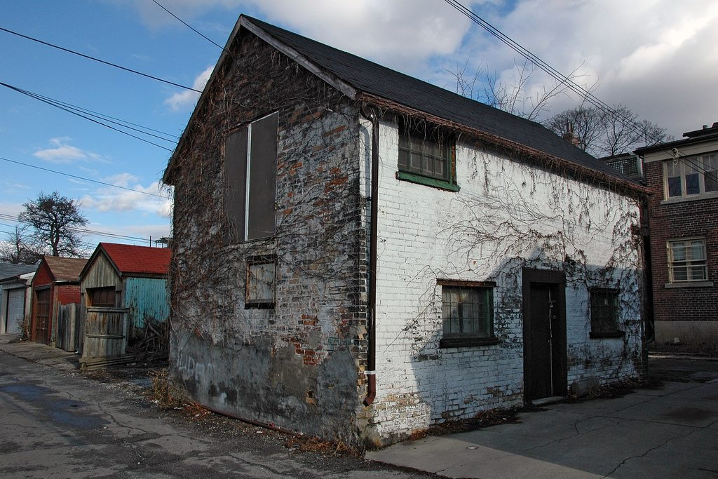 A Toronto laneway house. Image by Francis Mariani via the Torontoist Flickr page.