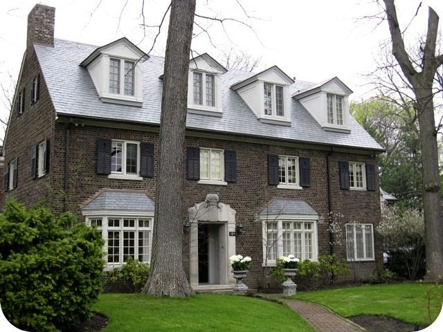 The house at 184 Roxborough Drive. Photo by Wayne Adam from torontoplaques.com.