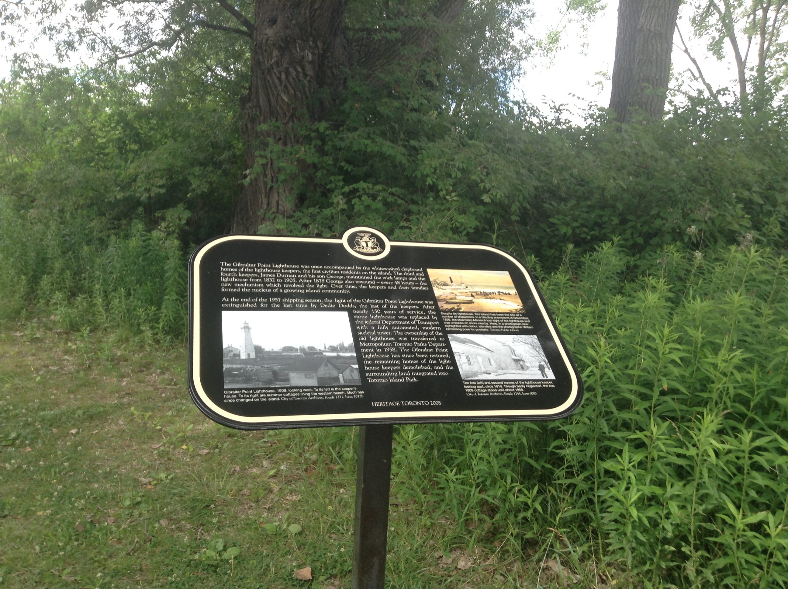The second 2008 Heritage Toronto plaque at the lighthouse. Photo by Erin Sylvester.